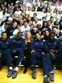 Erin_Andrews_Villanova_Basketball_Team_medium